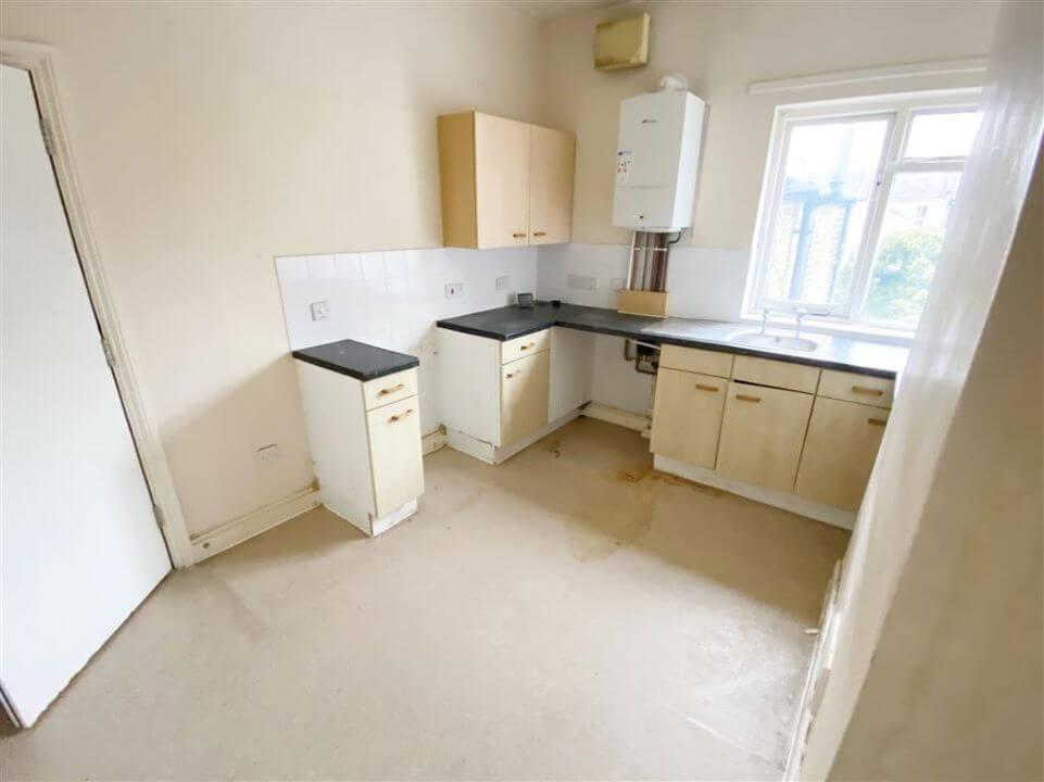 Flat B, 33 Rosebery Avenue, Manor Park, London E12 6PY - kitchen