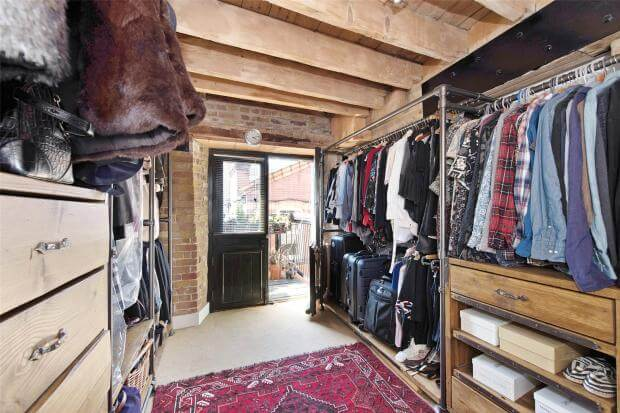 Auction Sale of Property in Shad Thames. London - Dressing Room