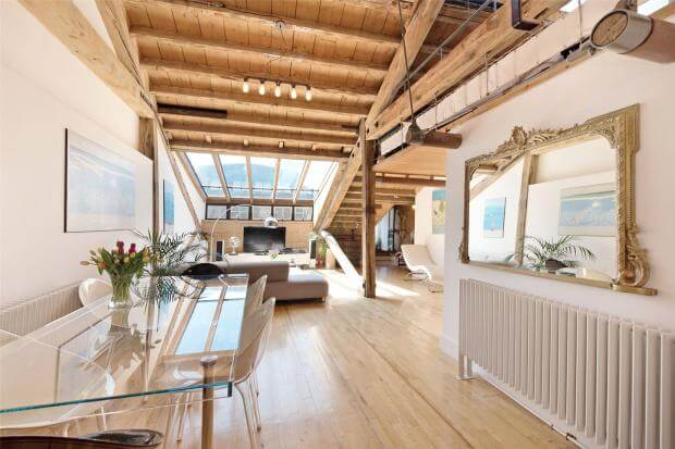 Auction Sale of Property in Shad Thames. London - Lounge