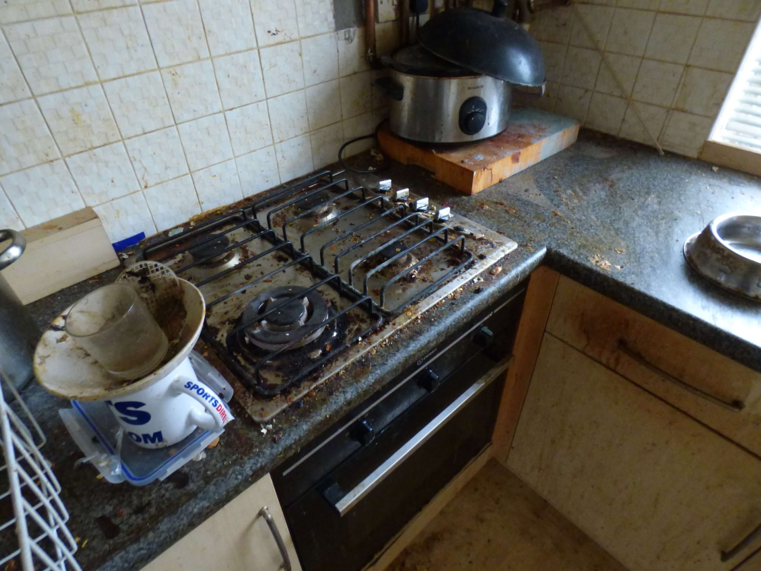 kitchen in poor state - selling a house in bad condition